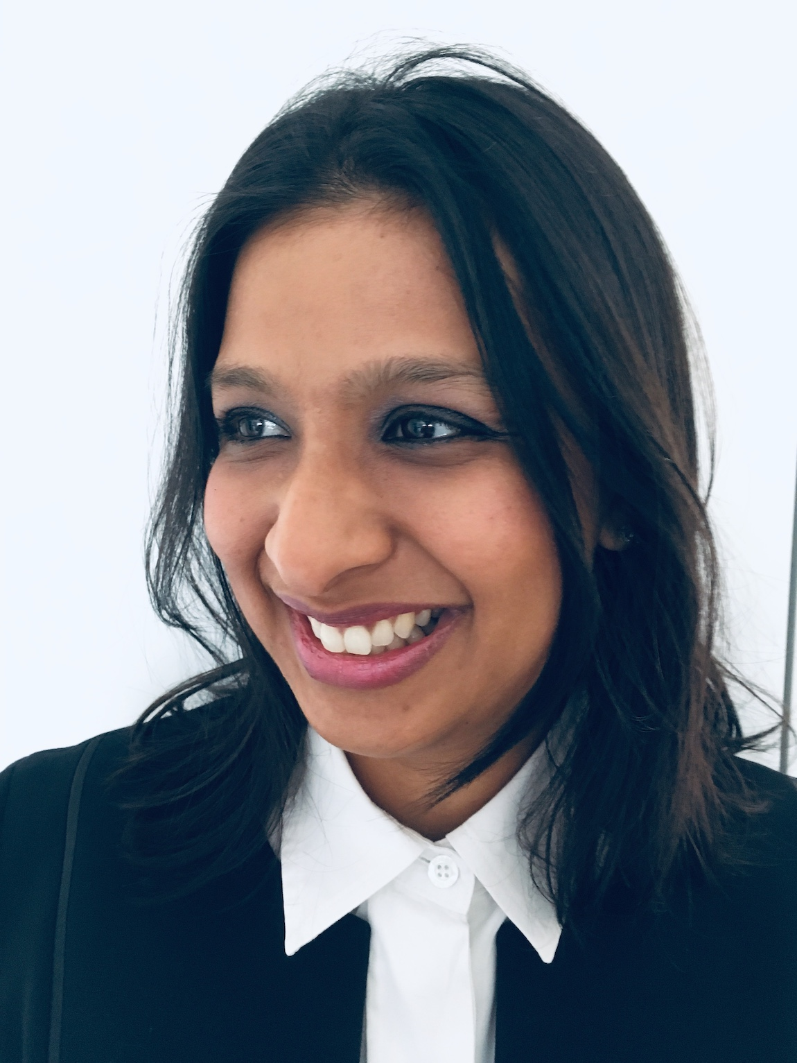 lucy khan female breast surgeon